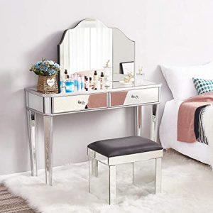 Coiffeuse de chambre avec tapis et miroir