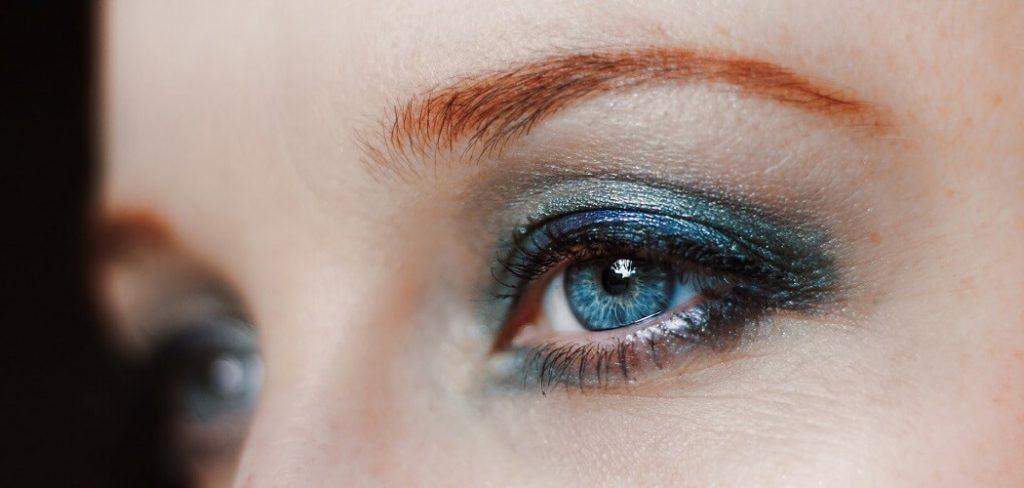 Quels sont les indispensables dans une trousse de maquillage  eyeliner